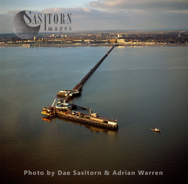 Southend-on-Sea Pier, Before The 2005 Fire, Over 2 Km Long Into The Thames Estuary, The Longest Pleasure Pier In The World