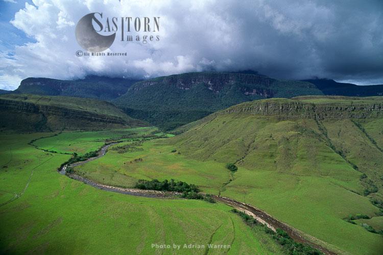 River Churun, Mount Auyantepui (Auyantepuy, Devil's Mountain), Home Of The Angel Falls, Venezuela