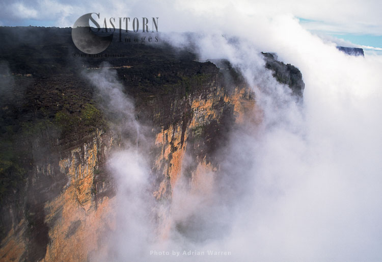 Mount Kukenaam (Kukenàn, Kukenan, Cuguenan), Tepuis, Canaima National Park, Venezuela