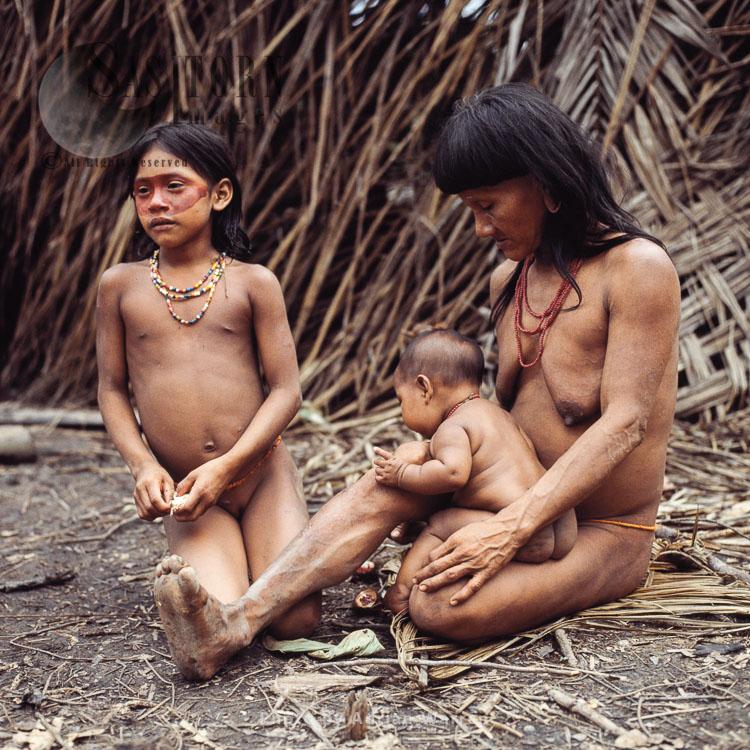 Waorani Indians, family, Rio Cononaco, Ecuador, 1983