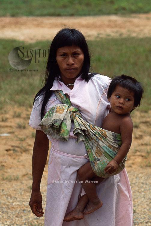 Waorani Indians, mother and baby, Rio Cononaco, Ecuador, 1993