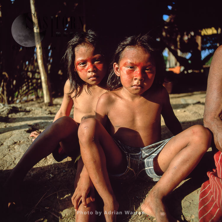 Waorani Indians: Children, Using Achiote For Decoration, Rio Cononaco, Ecuador, 2002