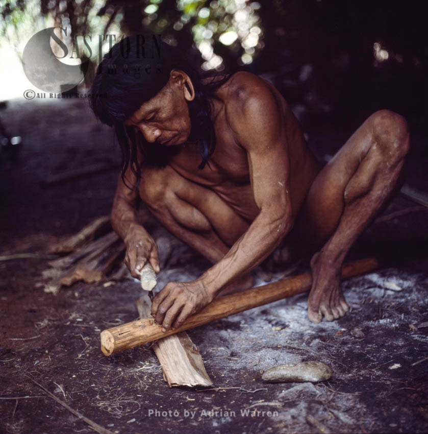 Waorani Indians : Caempaede making  Stone Axe, Rio Cononaco, Ecuador, 1983
