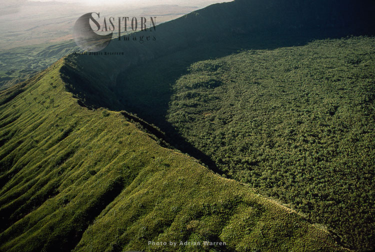 Mount Longonot,  A Stratovolcano, Near Lake Naivasha In The Great Rift Valley Of Kenya, Africa