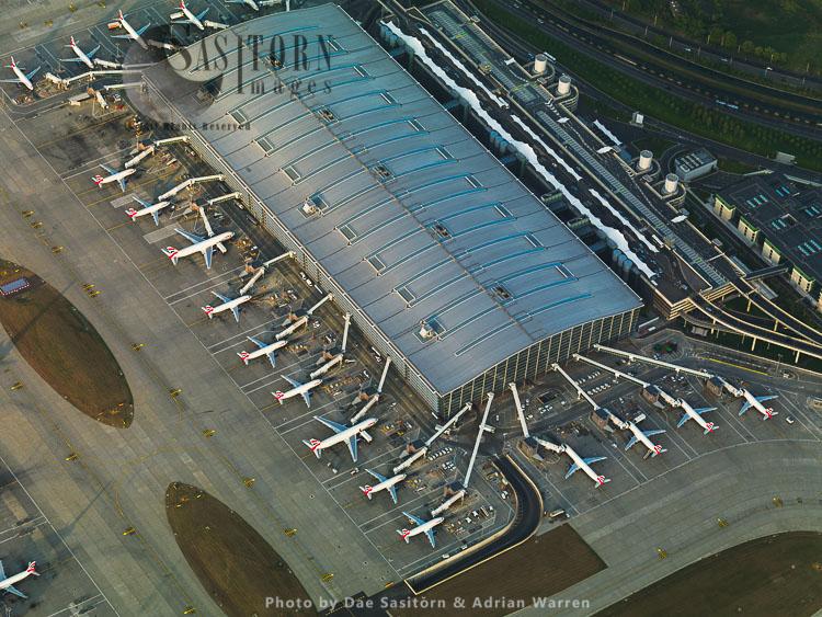 Heathrow Airport Terminal 5, Main Building