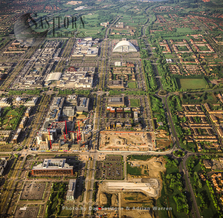 Milton Keynes, Shows Its Grid System, The Guildhall And Xscape (Snow Zone), Buckinghamshire