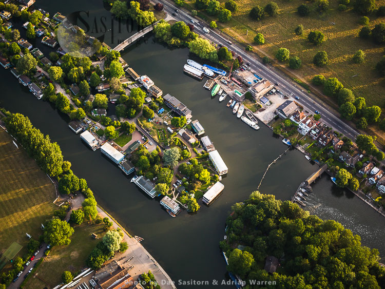 Braggs Island, By Molesey Lock, River Thames