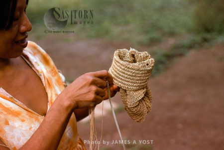 Waorani Indians: Chambira Palm Fiber Made Into Twine Is Used For Various Articles, Like A Fishnet, Tewaeno, 1975, Ecuador