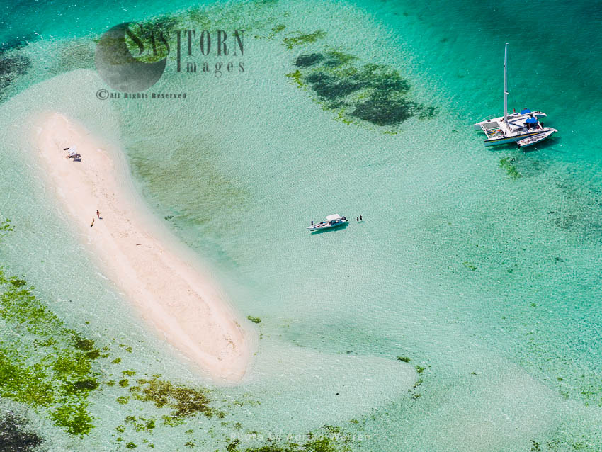 Boats And Sandy Area Between Muerto And Nrdisqui Islands,  Los Roques Archipelago, Caribbean Sea, Venezuela
