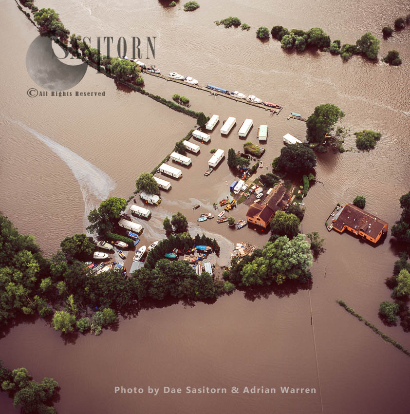 Flooding From River Severn At Severnside Caravan Park, Near Tewkesbury, 2007, Gloucestershire, England
