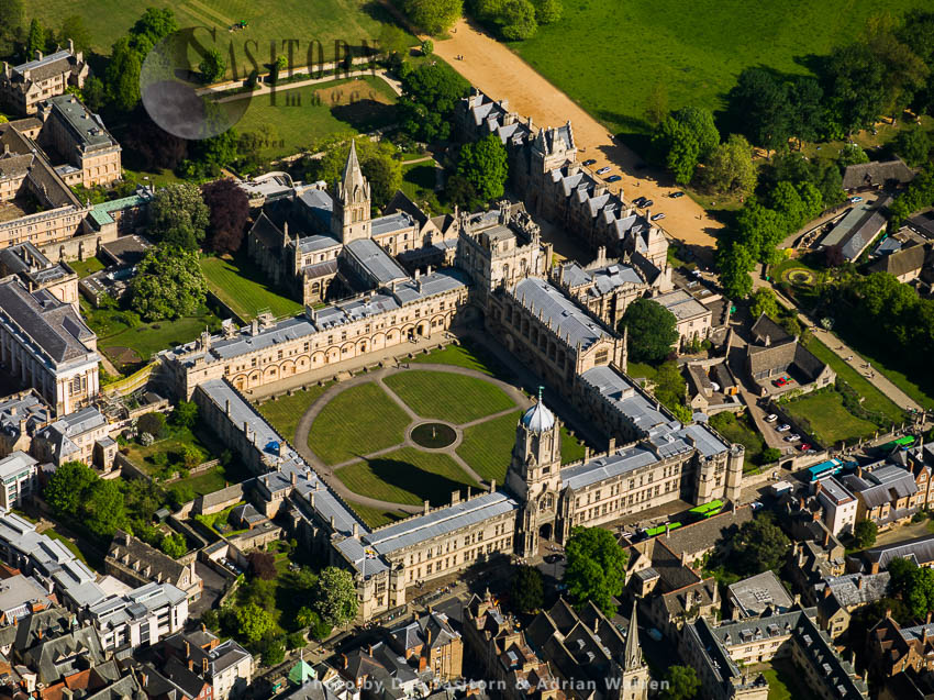 Christ Church And Tom Tower And Christ Church Cathedral, University Of Oxford, Oxfordshire, England