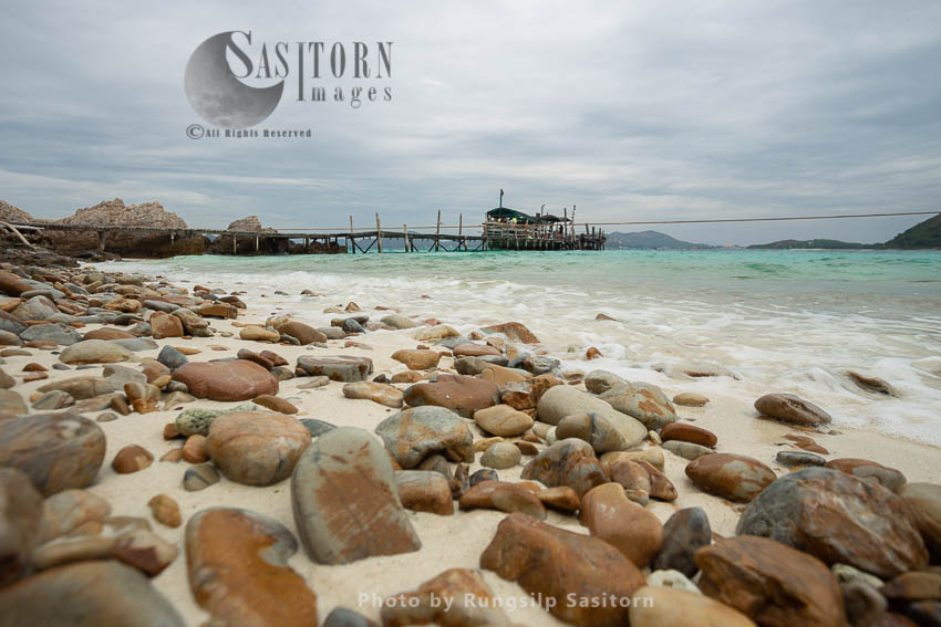 Beautiful Beach And White Sand Koh Kham Or Kham Island, Sattahip, Samaesarn, Chonburi, Thailand.