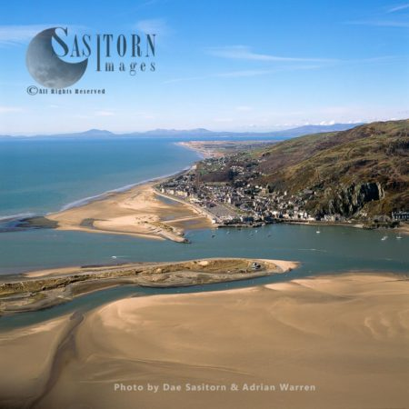 Barmouth, A Town In Gwynedd, North-western Wales, On The Estuary Of The River Mawddach And Cardigan Bay