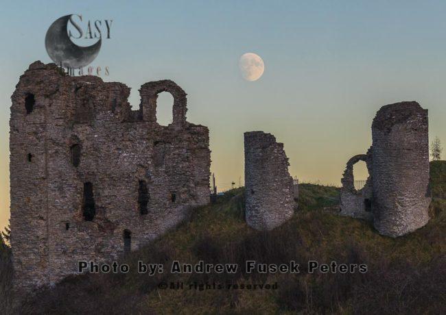 Moonrise Over Clun Castle